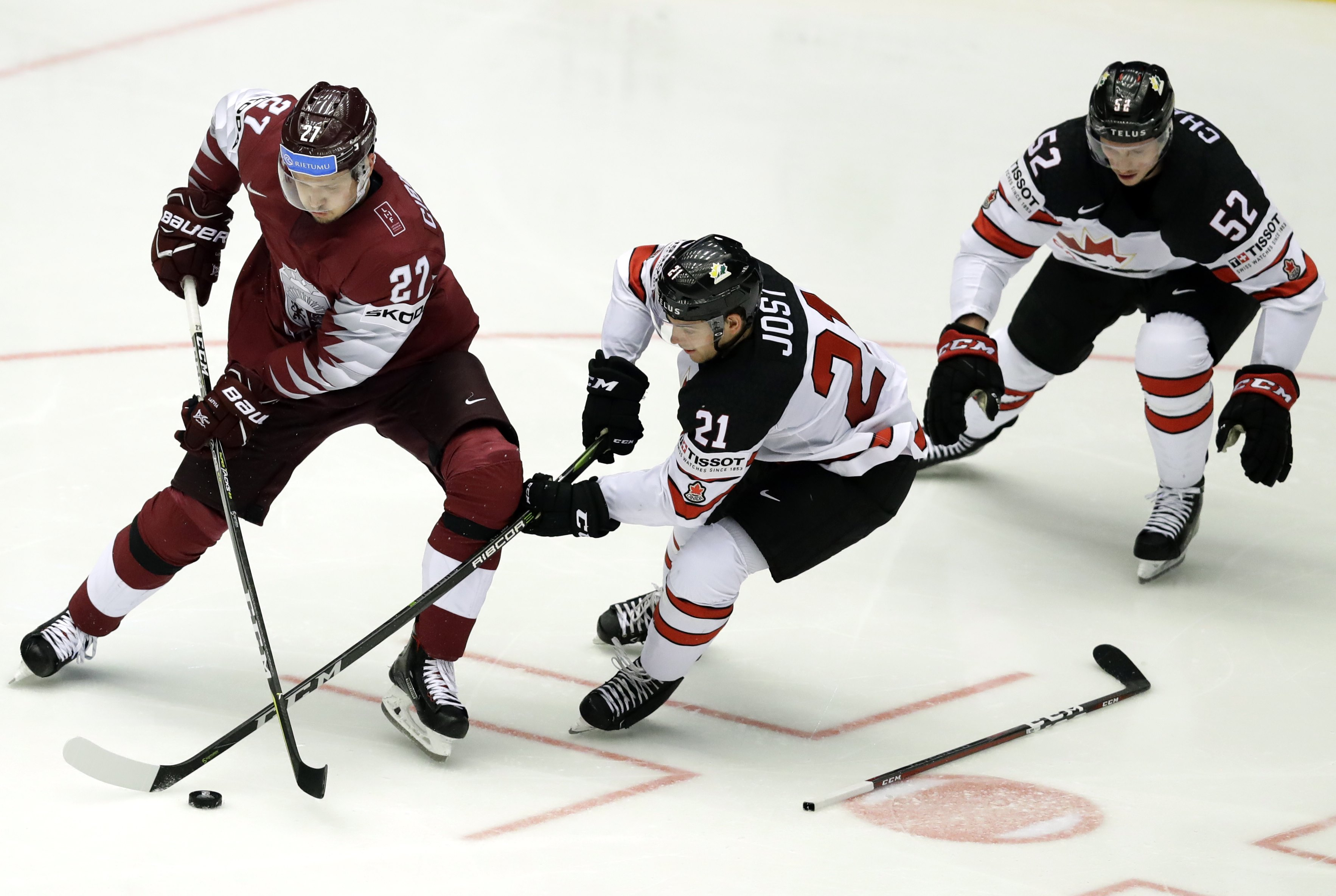 2018-05-14T193012Z_802200101_UP1EE5E1I6BJP_RTRMADP_3_HOCKEY-WORLD-CAN-LAT